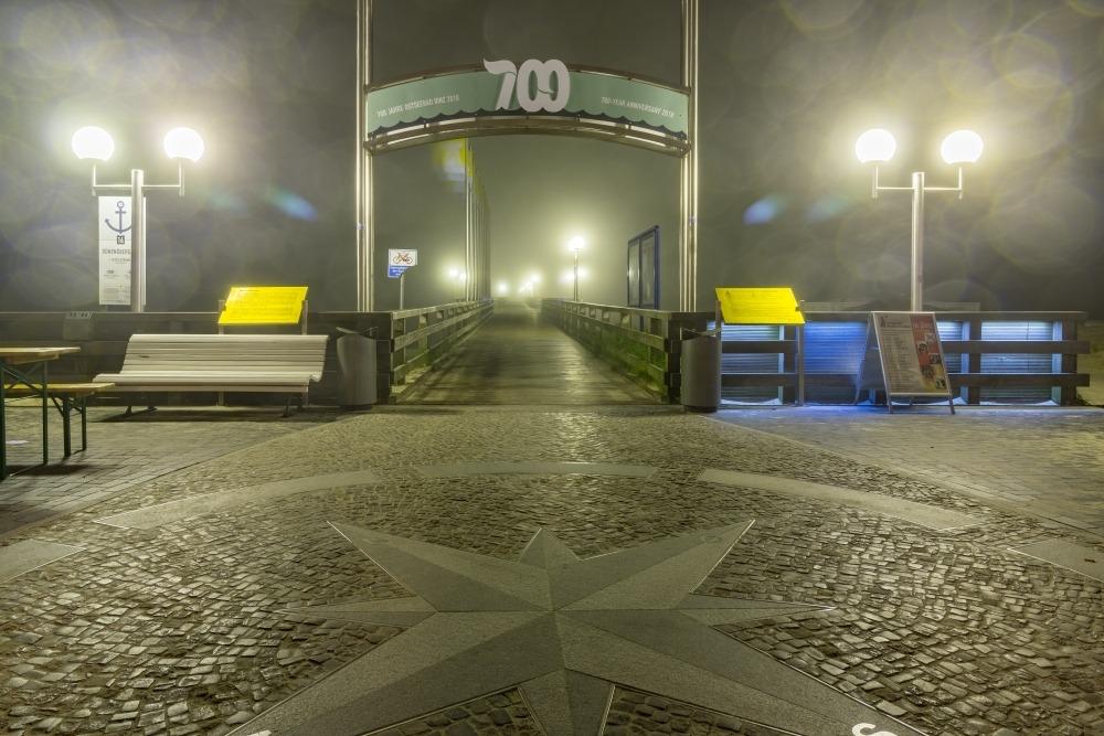 Die Binzer Seebrücke bei Nacht