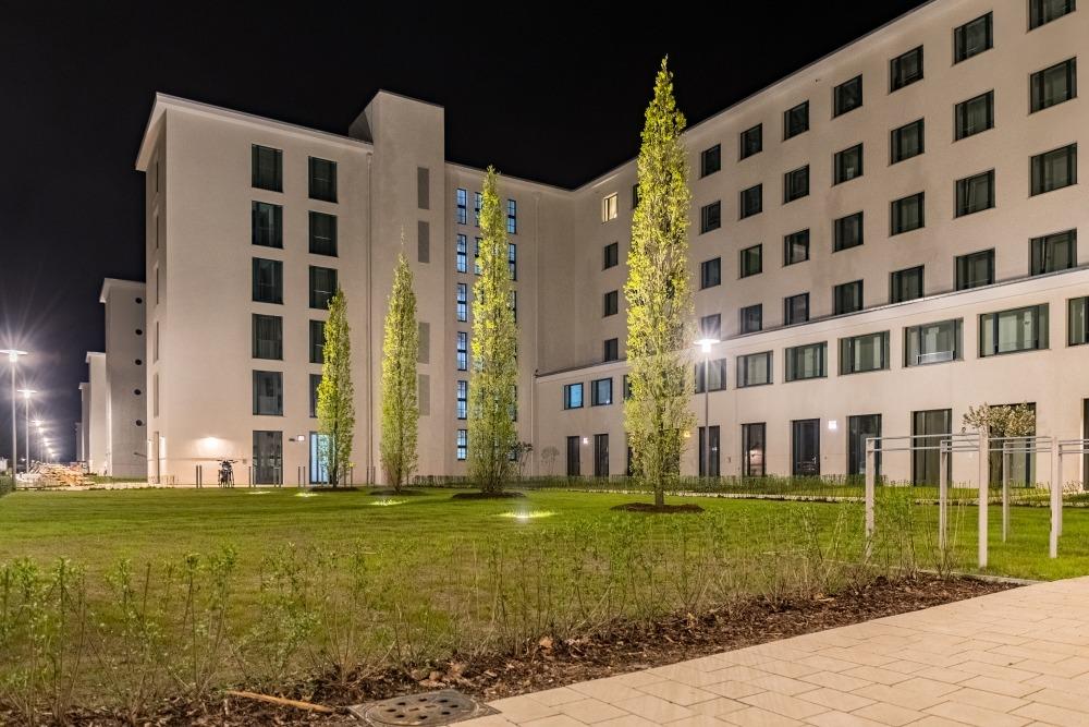 Die neuen Fassaden bei Nacht